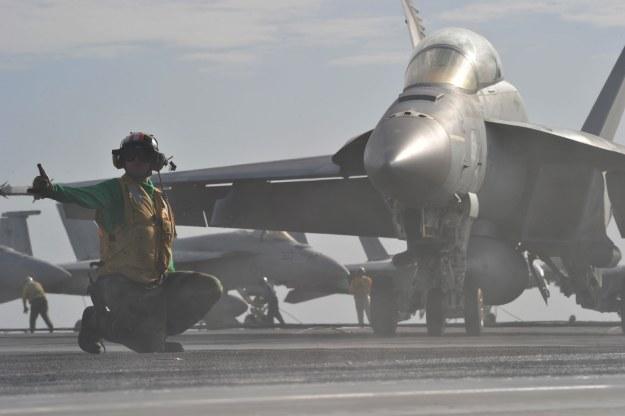 U.S. Navy photo by Mass Communication Specialist 3rd Class Paolo Bayas/Released /materiały prasowe