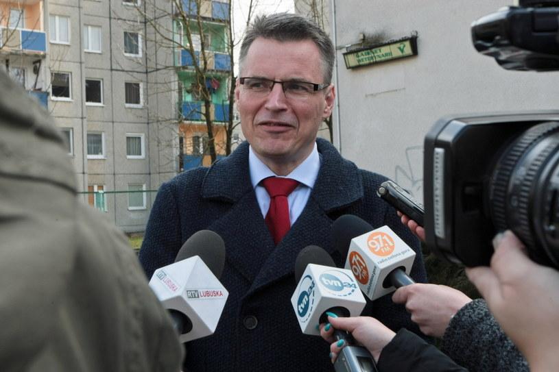Ubiegający się o reelekcję prezydent miasta Janusz Kubicki podczas niedzielnych wyborów /Lech Muszyński /PAP
