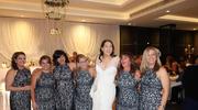 Ubrały tę samą sukienkę na wesele. Zdjęcie jest hitem internetu