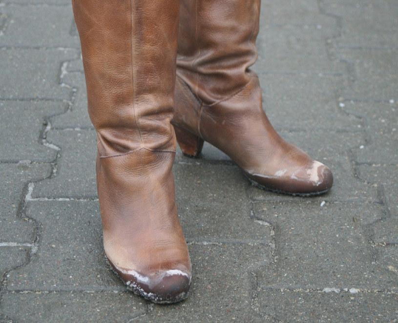 Ubrudzone solą buty to prawdziwa zmora pieszych /East News