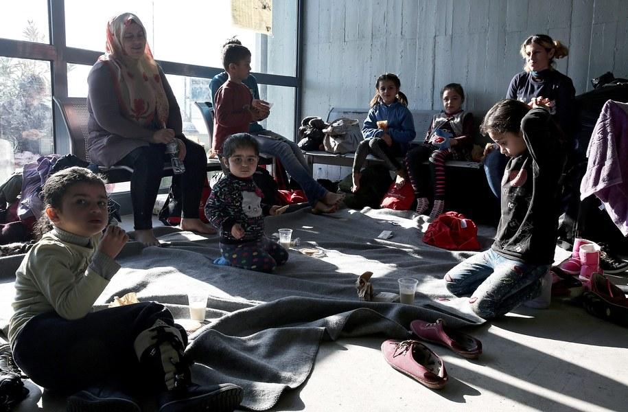 Uchodźcy z Syrii, którzy dotarli do Grecji /SIMELA PANTZARTZI  /PAP/EPA