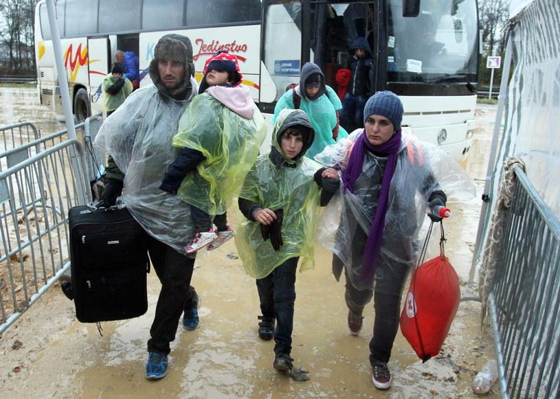 Uchodźcy, zdj. ilustracyjne /DJORDJE SAVIC /PAP/EPA