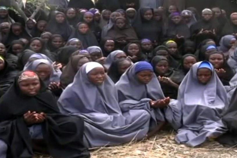 Uczennice uprowadzone przed rokiem przez Boko Haram /AFP