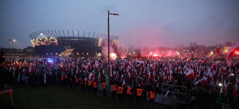 Uczestnicy marszu na błoniach Stadionu Narodowego /Tomasz Gzell /PAP