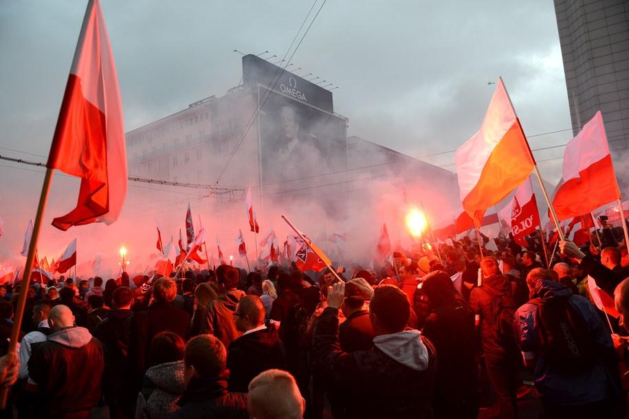 Uczestnicy Marszu Niepodległości 2015 /Jakub Kamiński   /PAP
