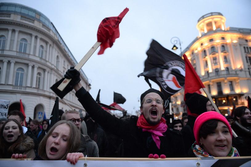 """Uczestnicy marszu pod hasłem """"Za wolność naszą i waszą"""" /Jacek Turczyk /PAP"""