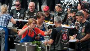 """Uczestnicy """"MasterChef"""" gotują dla motocyklistów"""