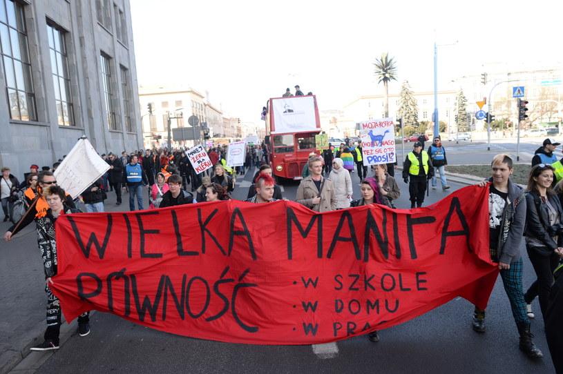 Uczestnicy XV Wielkiej Manify Warszawskiej /Jacek Turczyk /PAP