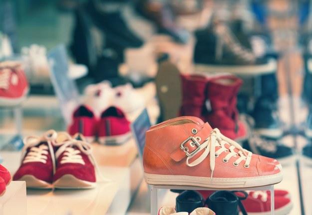 Uczulenie na buty czy na... pracę? /123RF/PICSEL