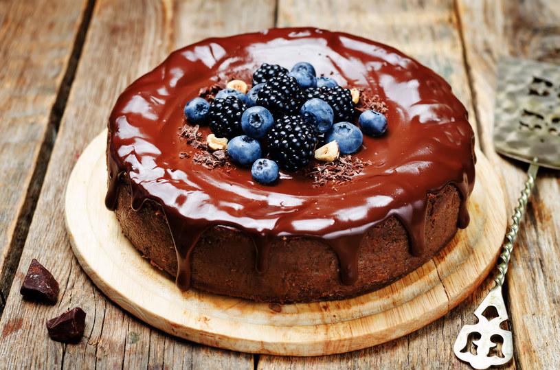 Udekoruj go świeżymi owocami /©123RF/PICSEL