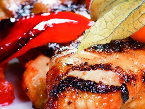 Udka kurczaka faszerowane kaszą jaglaną z warzywami  /materiały prasowe