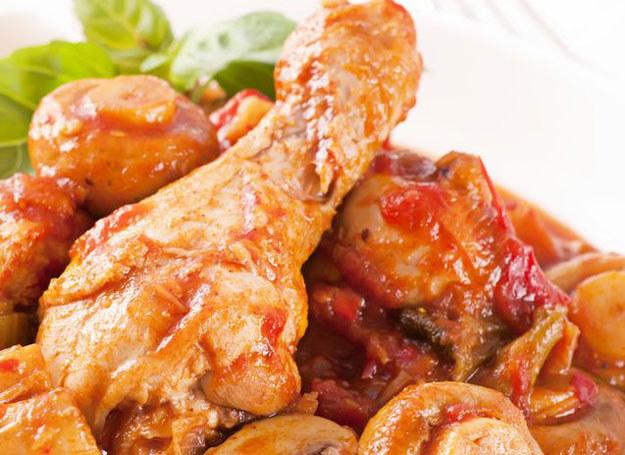 Udka z kurczaka w sosie z podgrzybków /©123RF/PICSEL