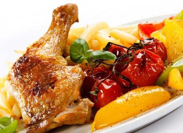 Udko z kurczaka w warzywach /©123RF/PICSEL