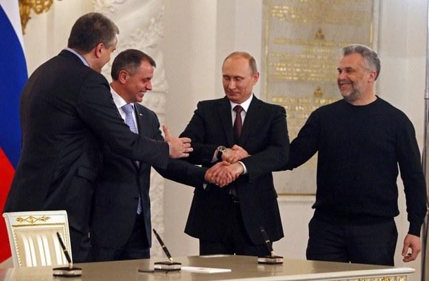 UE JEST zaniepokojona militaryzacją Krymu. potwierdza, że nie uznaje aneksji. /SERGEI ILNITSKY / POOL /PAP/EPA