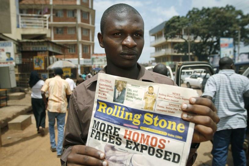 """Ugandyjski """"Rolling Stone"""" (nie powiązany z amerykańskim czasopismem o tej samej nazwie) publikujący personalia osób o homoseksualnej orientacji /AFP"""