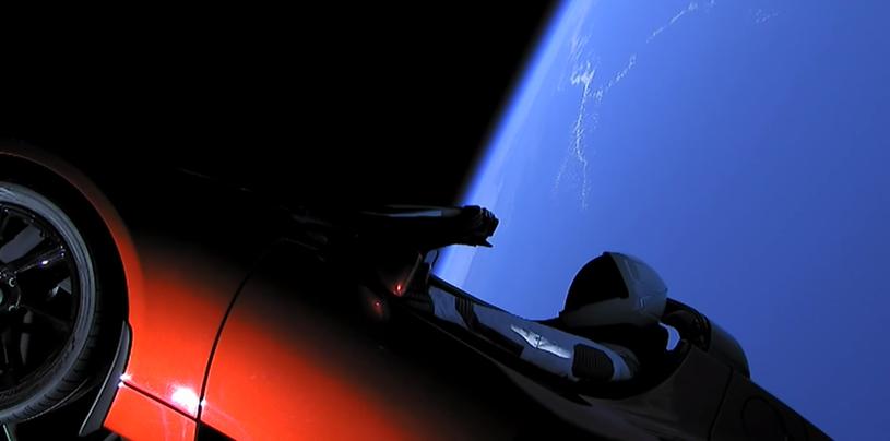 Ujęcie z pokładowej kamery na Teslę - już na orbicie Ziemi /