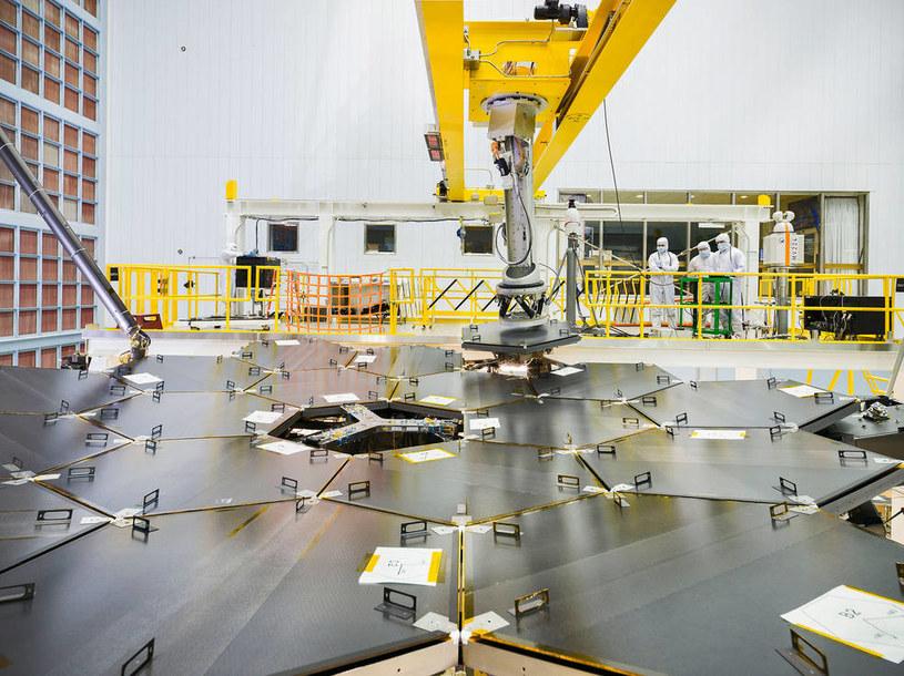 Ukończono montaż lustra Kosmicznego Teleskopu Jamesa Webba /NASA
