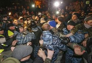 Ukraina: Starcia milicji z opozycją, wśród rannych Jurij Łucenko