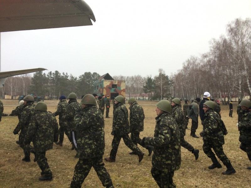Ukraińscy ochotnicy trenują na poligonie /Krzysztof Berenda /RMF FM