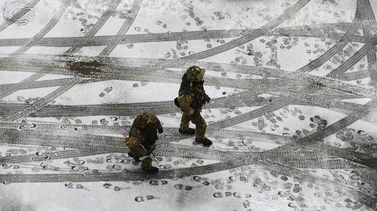 Ukraińscy żołnierze w czasie patrolu na ulicach Kramatorska /DOMINIQUE FAGET /AFP
