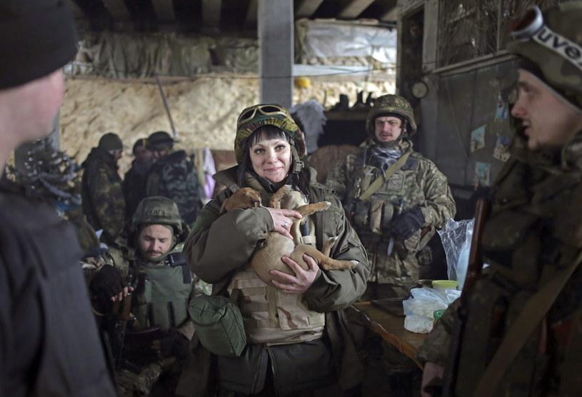 Ukraińscy żołnierze w pobliżu wioski Pisky /PAP/EPA