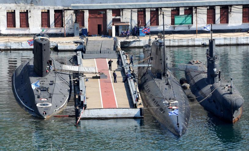 """Ukraińska łódź podwodna """"Zaporżje"""" (w środku) /AFP"""