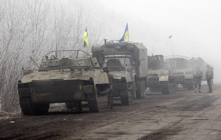 Ukraińskie czołgi na drodze prowadzącej do Debalcewa /AFP