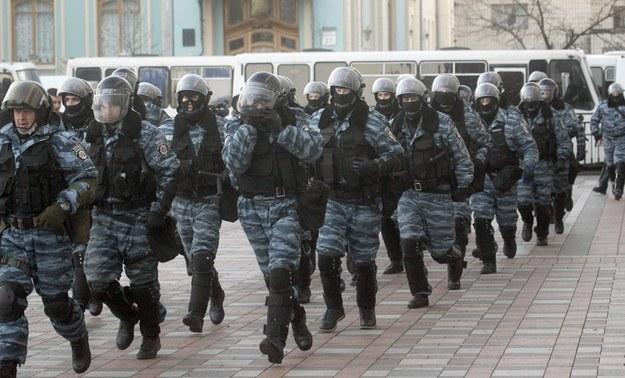 Ukraińskie oddziały specjalne w pobliżu budynku parlamentu /PAP/EPA