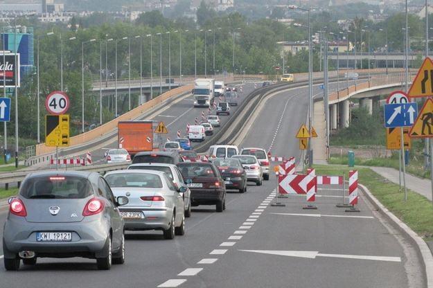 Ul. Turowicza w Krakowie została wybudowana 7 lat temu kosztem 50 mln zł. Rozpoczął się jej remont /RMF
