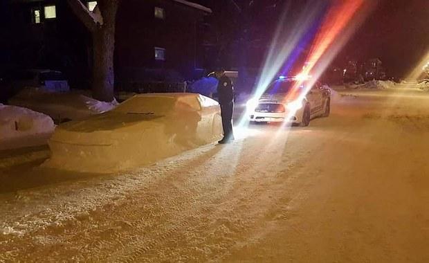 Ulepił auto ze śniegu, policja wystawiła mandat. I tu zaskoczenie!