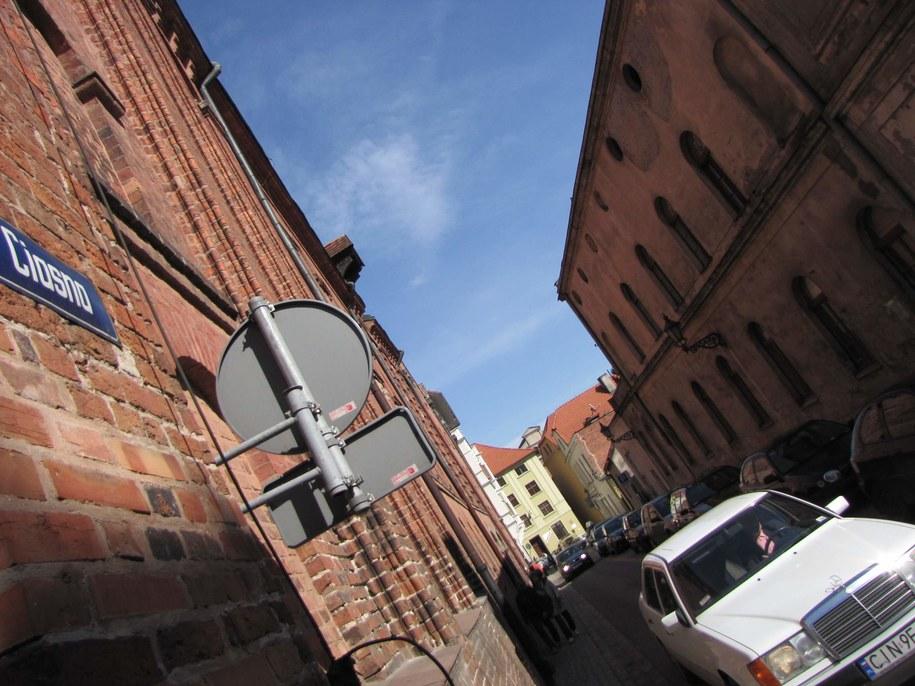 Ulica Ciasna w Toruniu. Na starówce każda ulica mogłaby się tak nazywać  /Fot. Tomasz Fenske /RMF FM