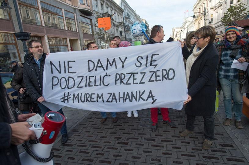 Ulicą Piotrkowską przeszedł marsz poparcia dla prezydent Zdanowskiej /Grzegorz Michałowski /PAP