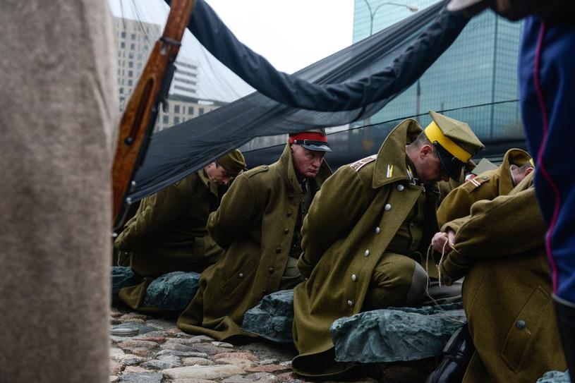 Ulicami Warszawy przeszedł Katyński Marsz Cieni /AFP /PAP