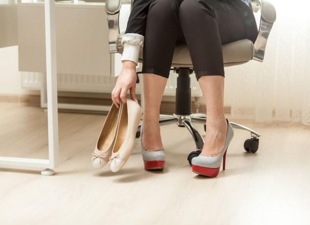 Ulubione buty nagle stały się zbyt ciasne? To może być akromegalia! /123RF/PICSEL
