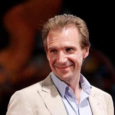 """Ulubionym filmem matki Fiennesa był """"Dekalog"""" Kieślowskiego. /AFP"""