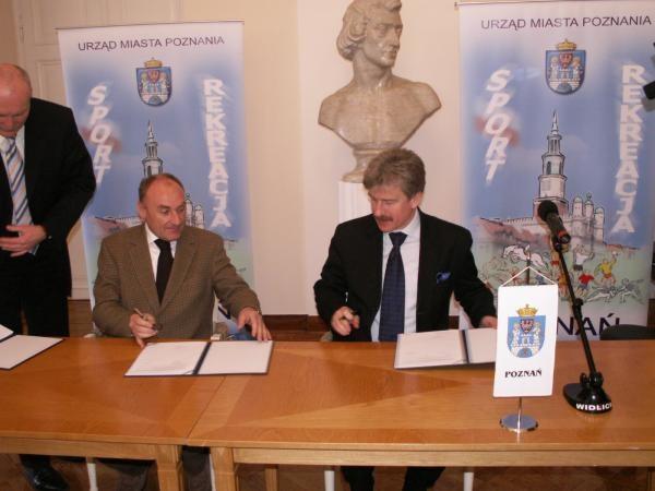 Umowę podpisali prezydent Poznania, Ryszard Grobelny oraz dyrektor Tour de Pologne, Czesław Lang. /Informacja prasowa