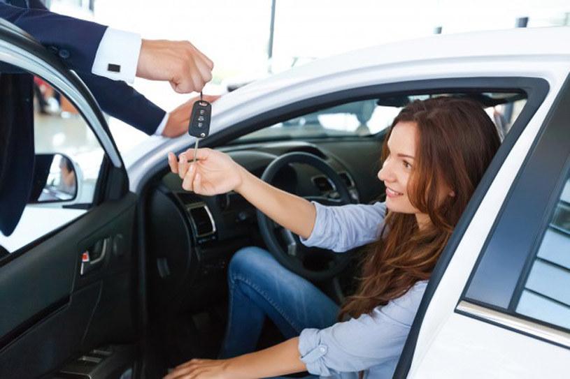 Umówienie się na jazdę próbną nowym autem może trwać zaledwie pół minuty /