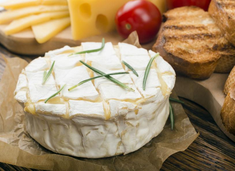 Unikaj tych serów jeśli dokucza ci migrena /123RF/PICSEL