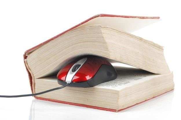 Uniwersalna aplikacja na smartfona zastąpi opasłe słowniki? /123RF/PICSEL