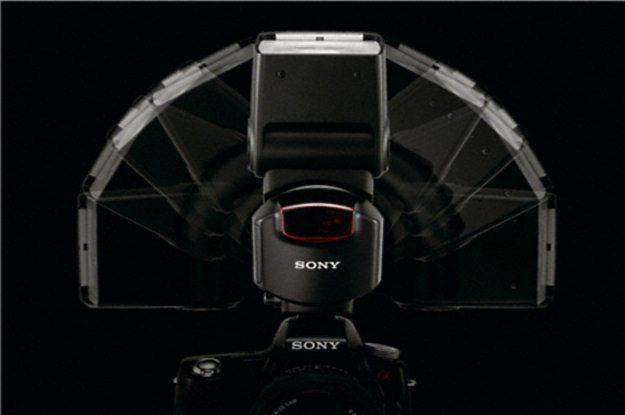 Uniwersalna lampa błyskowa Sony HVL-F43AM /materiały prasowe