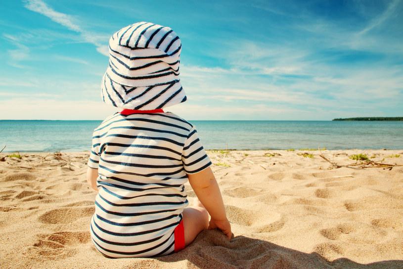 Upał dla małego dziecka jest bardzo niebezpieczny /123RF/PICSEL