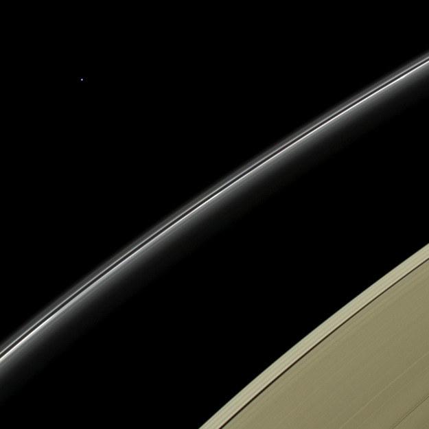 Uran, sfotografowany 11 kwietnia tego roku przez sondę Cassini. /NASA