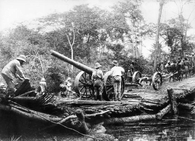 """Uratowane z """"Königsberga"""" działa Niemcy wykorzystali w walkach na lądzie /Bundesarchiv /INTERIA.PL/materiały prasowe"""
