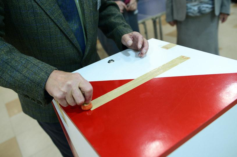 Urna wyborcza /Daniel Dmitriew /Agencja FORUM