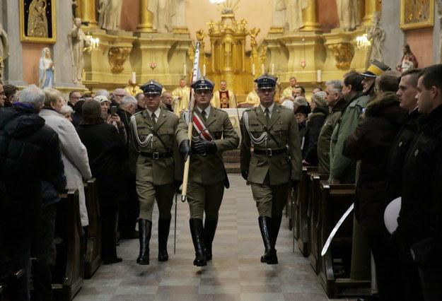 Uroczysta msza w intencji marszałka Józefa Piłsudskiego odprawiona w kościele pw. św. Teresy w Wilnie /Tomasz Waszczuk /PAP