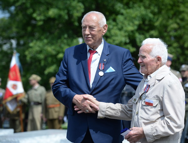 """Z kolei szef MON Antoni Macierewicz, ludobójstwo, które dokonało się 74 lata temu, """"miało swój straszliwy kształt, którego wciąż nie jesteśmy świadomi"""""""