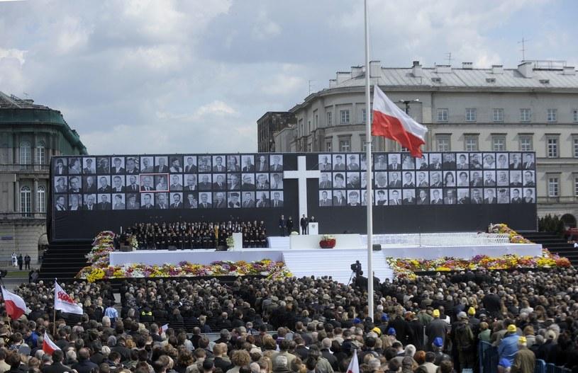 Uroczystości żałobne na placu Piłsudskiego w Warszawie /Adam Chelstowski /FORUM