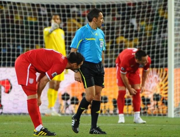 Urugwajczyk Jorge Larrionda nie uznał prawidłowego gola Franka Lamparda /AFP