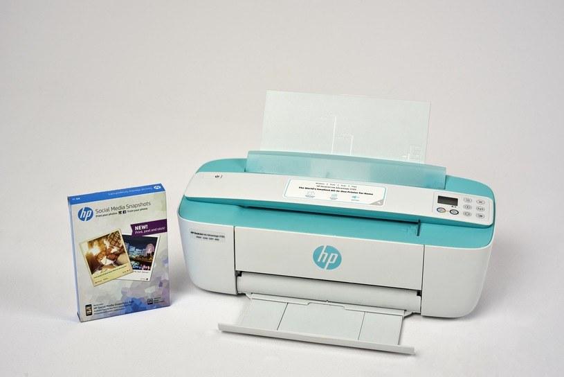 Urządzenie HP Ink Advantage 3785 z papierem HP Social Media Snapshots /materiały promocyjne
