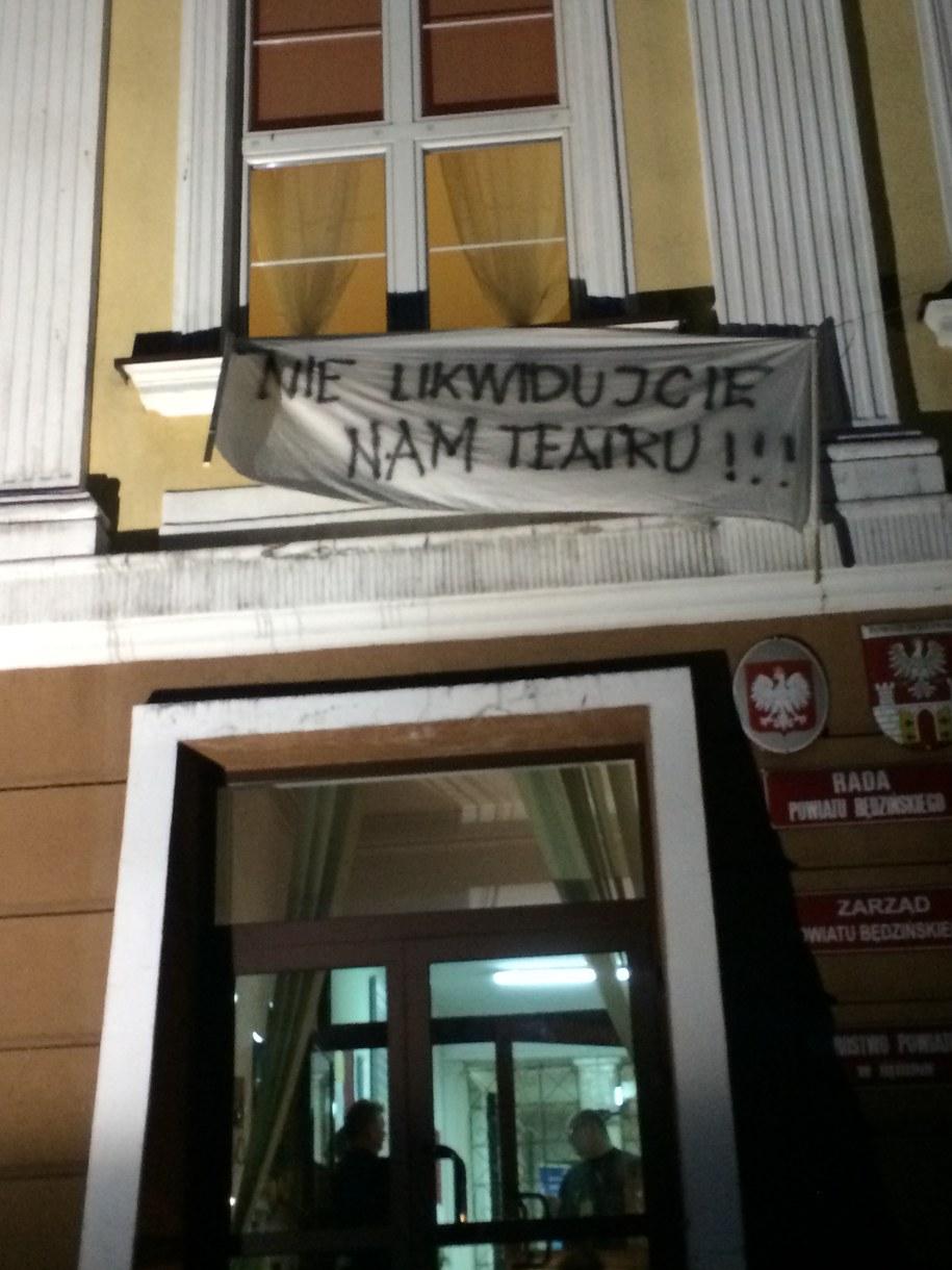 Urzędnicy nie podjęli decyzji w sprawie dalszego finansowania teatru. Dlatego rozpoczął się protest /Marcin Buczek /RMF FM